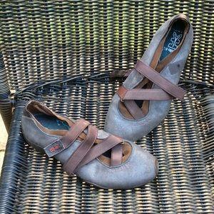 Michelle K sport shoe. Velcro strap